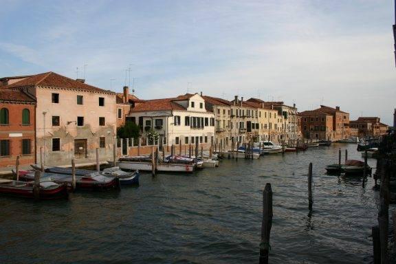 6122_ _venezia_ _giudecca_ _rio_ponte_longo_ _foto_giovanni_dallorto_ _6 aug 2008 1 576x384