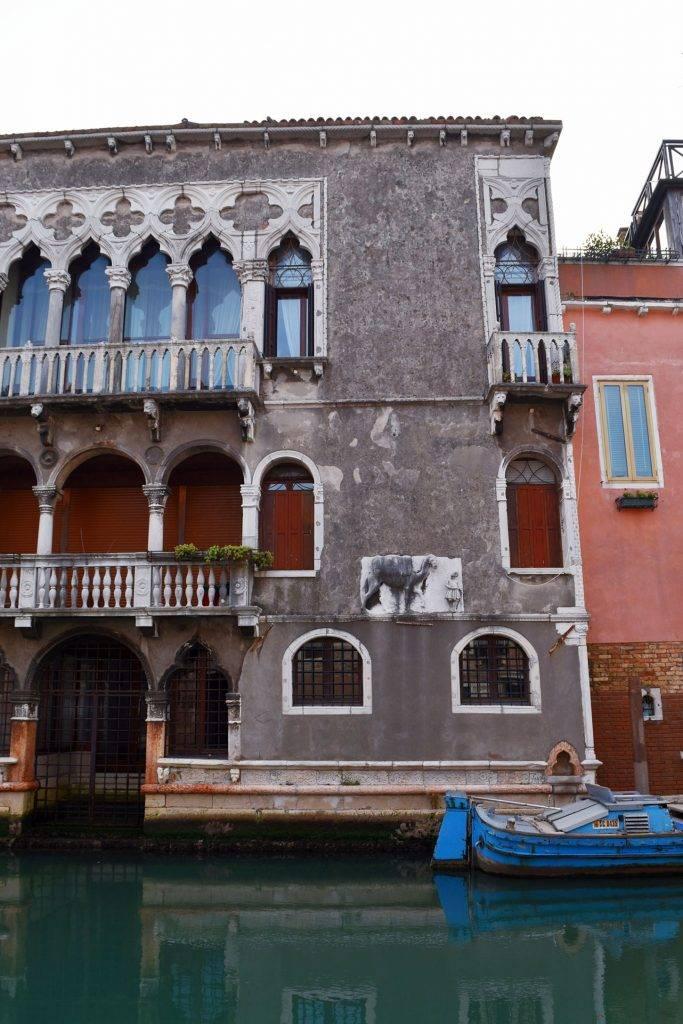 Facciata-Palazzo-Mastelli-con-rilievo-1-683x1024
