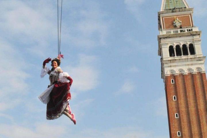 volo dellangelo al carnevale di venezia 2012_103411_big 720x480