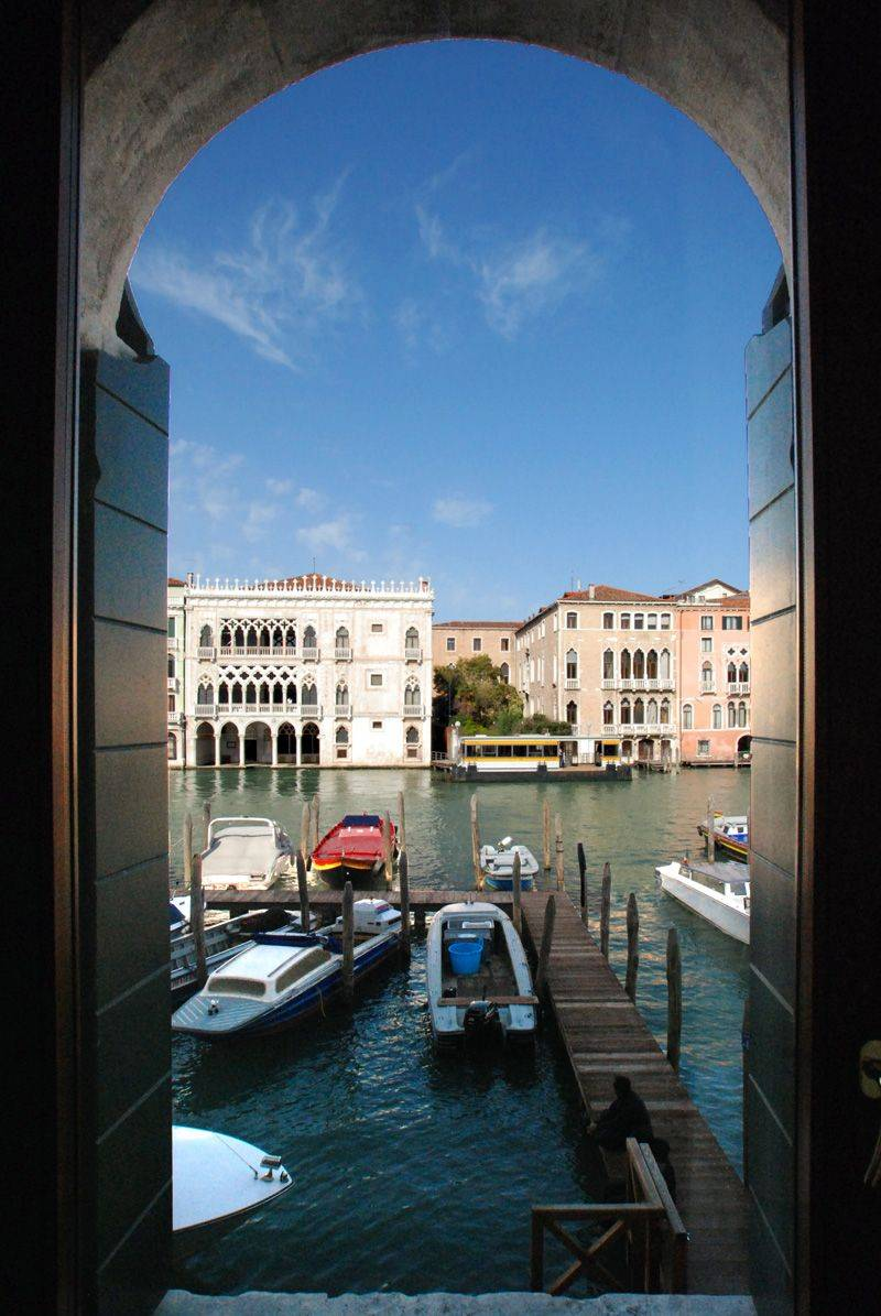 an apartment with a truly exclusive Grand Canal view!