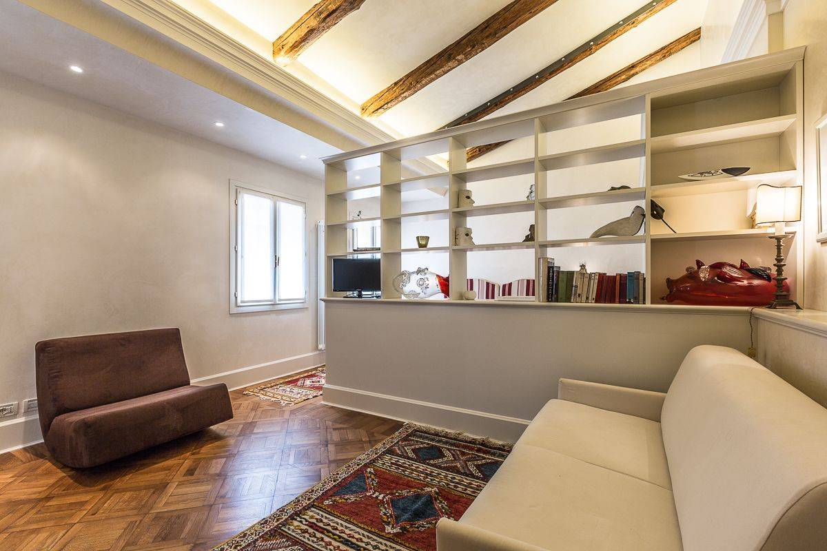 "Alighieri ""A"" studio apartment"