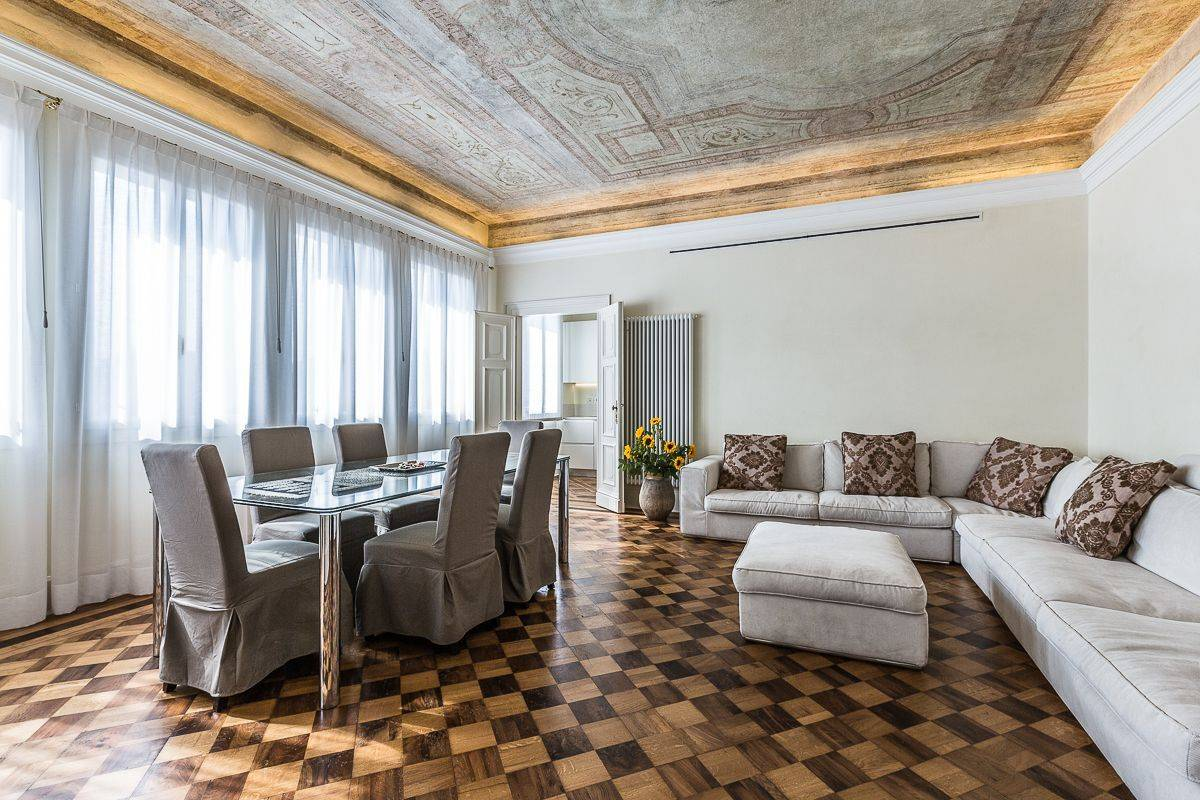main living room of Palazzo Alighieri with stunning canal view