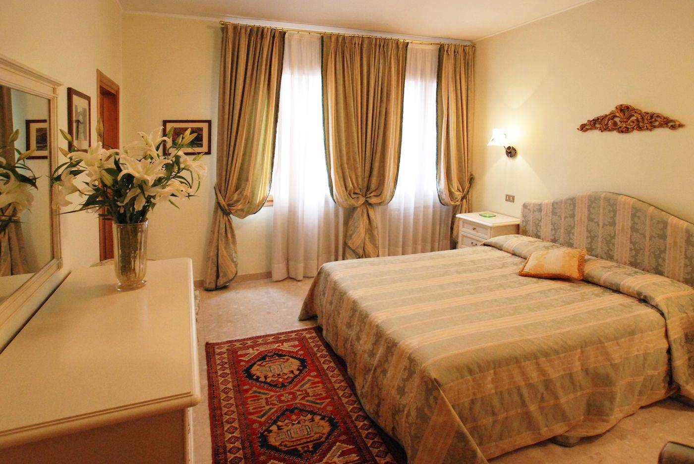 Bellini large five bedrooms apartment in the historical center