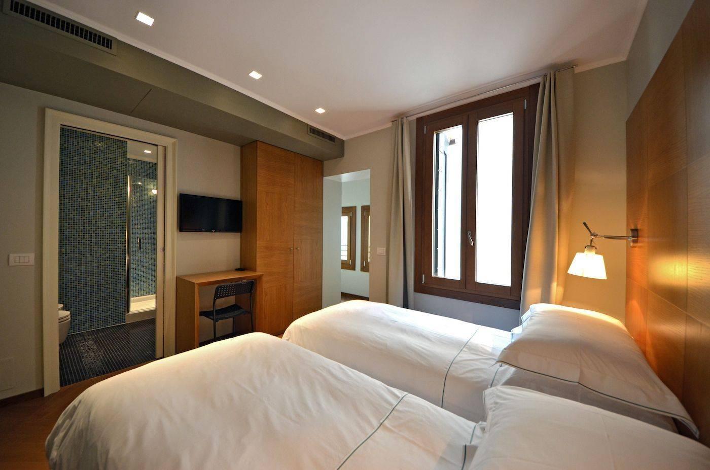 double / twin bedroom 4
