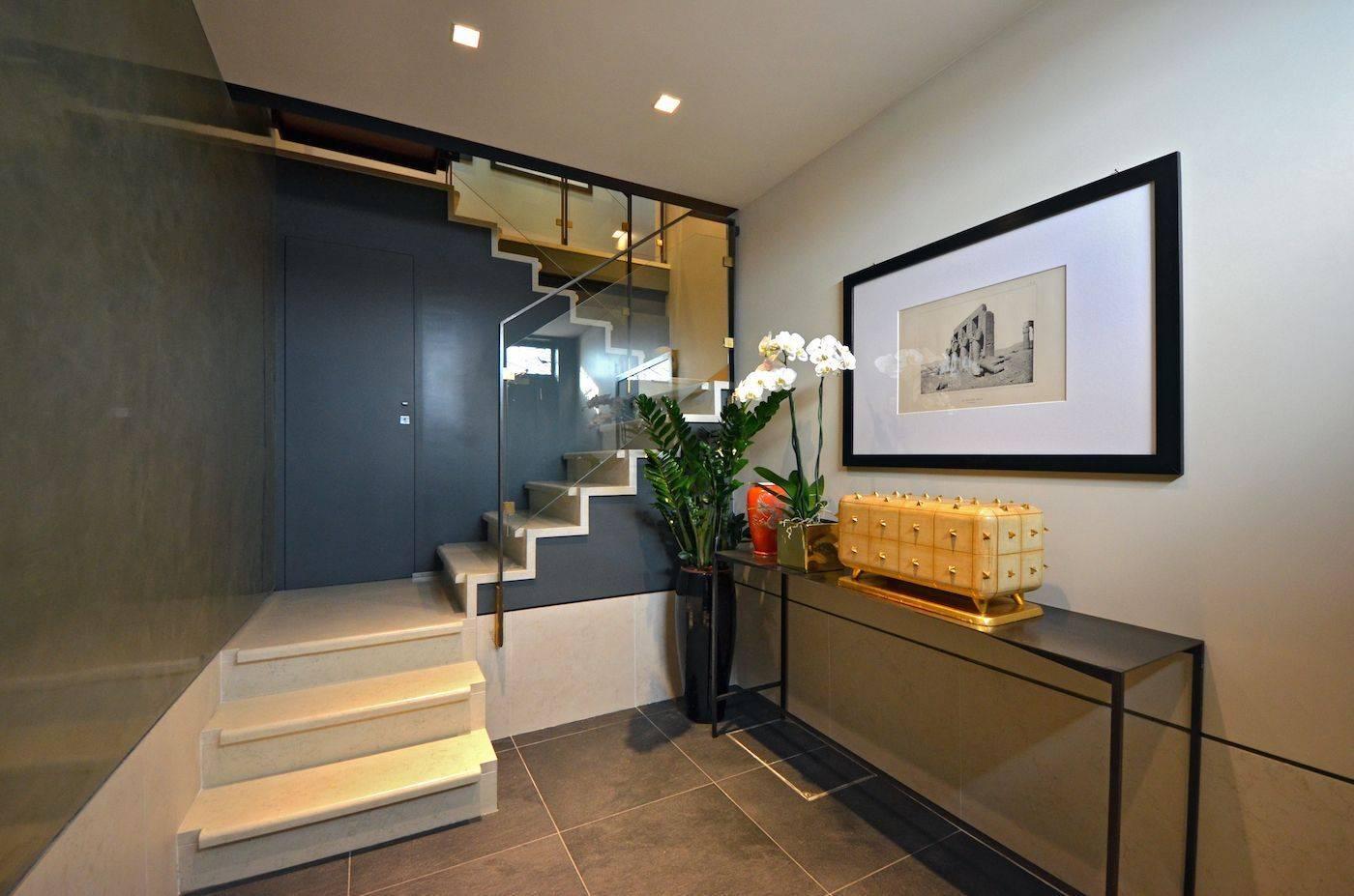 prestigious entrance of the Dolce Vita apartment