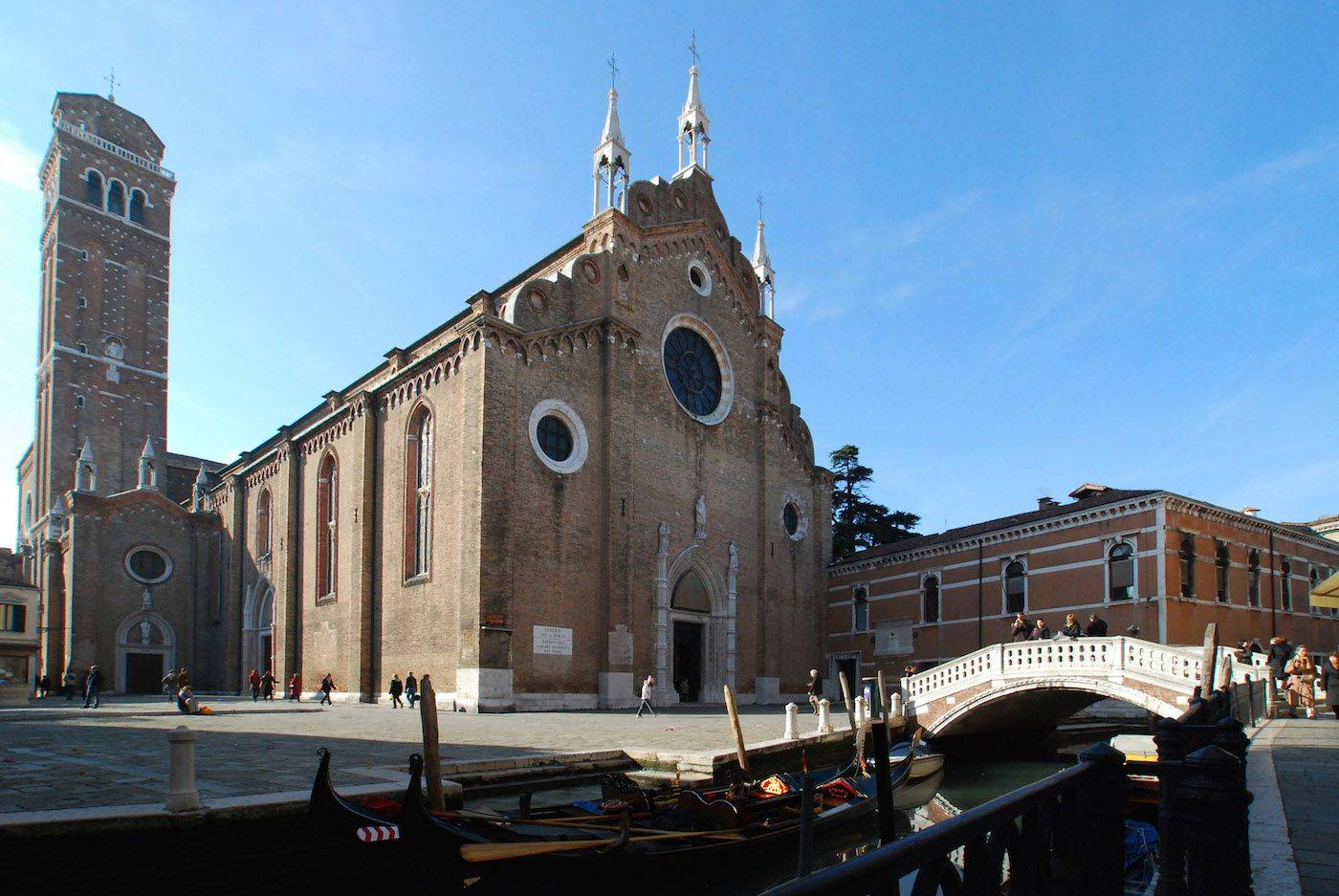 the Foscarina surroundings: only 50 meters away from the Frari Church!