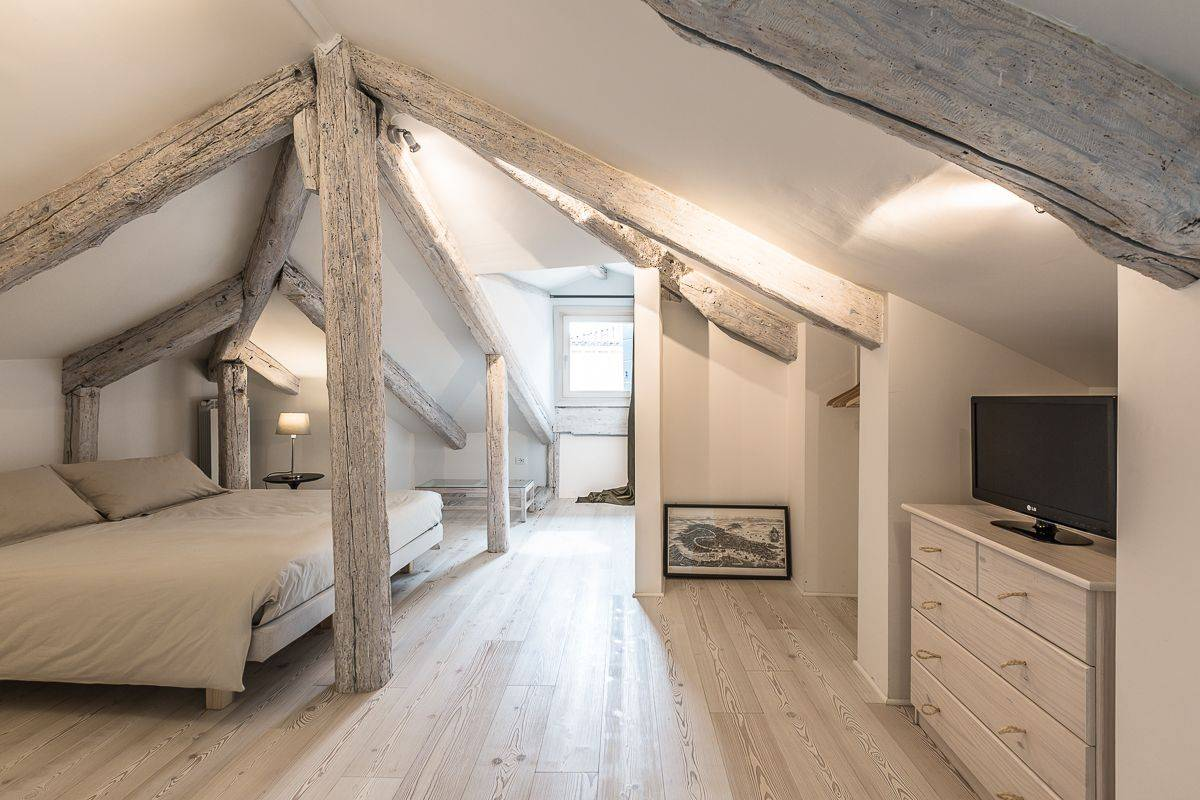 the stunning attic level of the Guardi characterizes the house