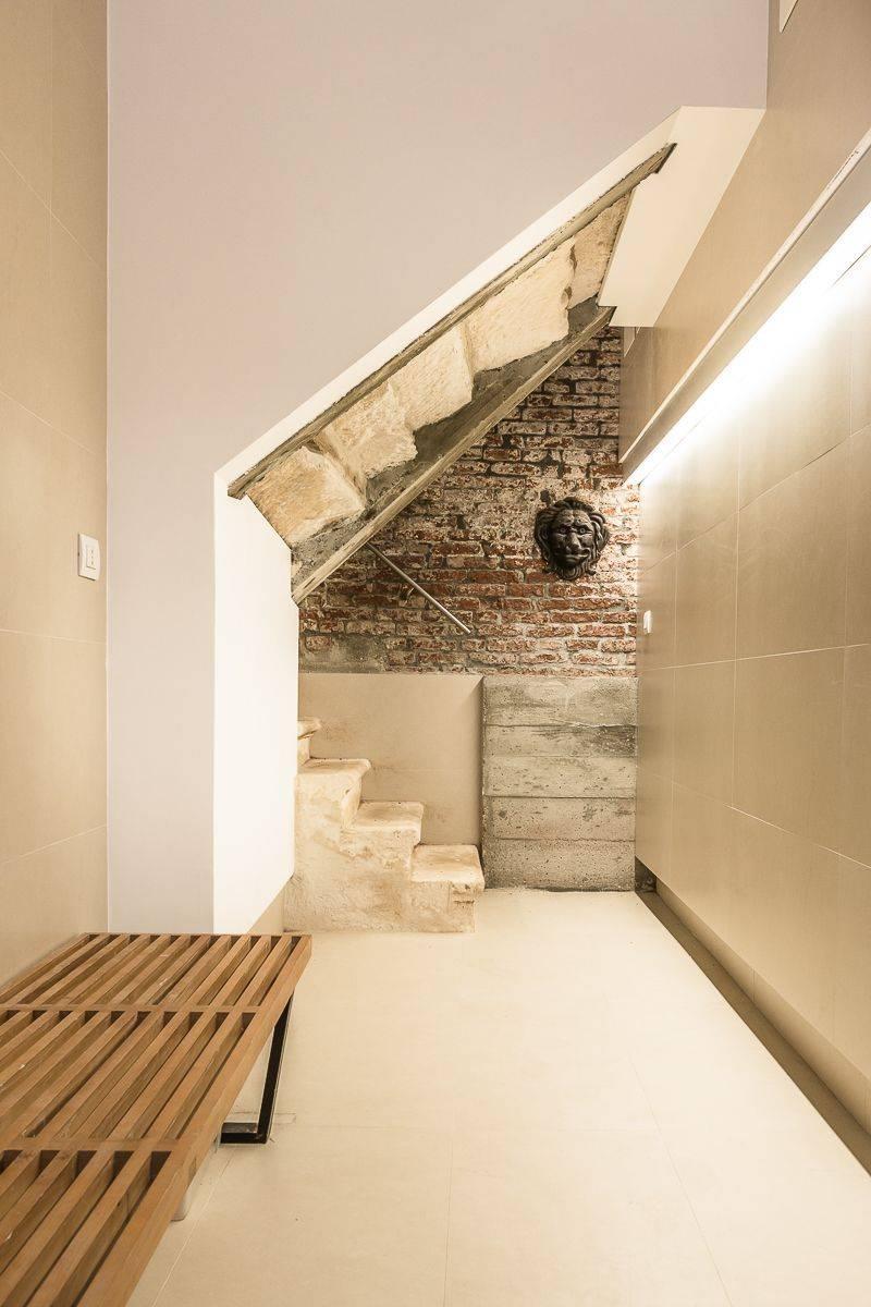 entrance at the gorund floor