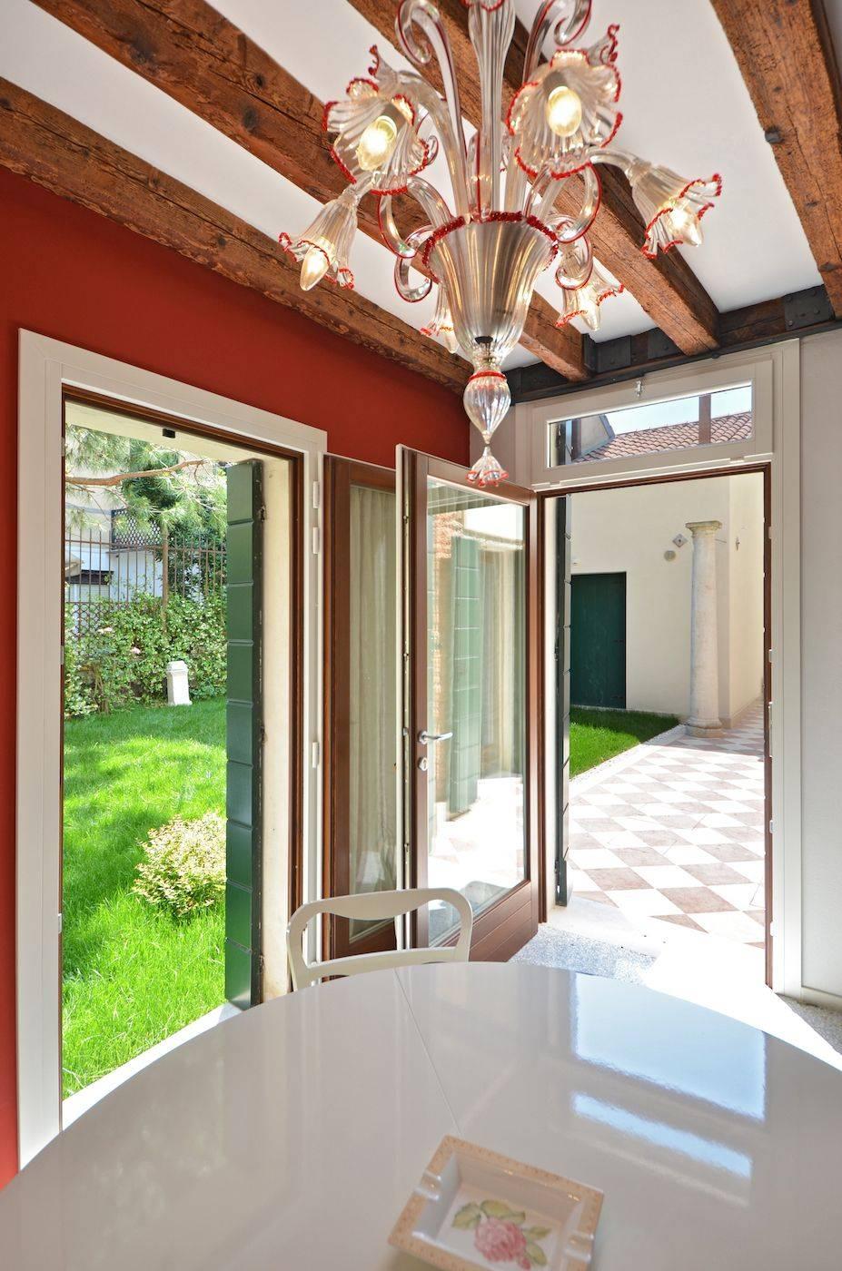 Palladio Garden contemporary style apartment with shared garden
