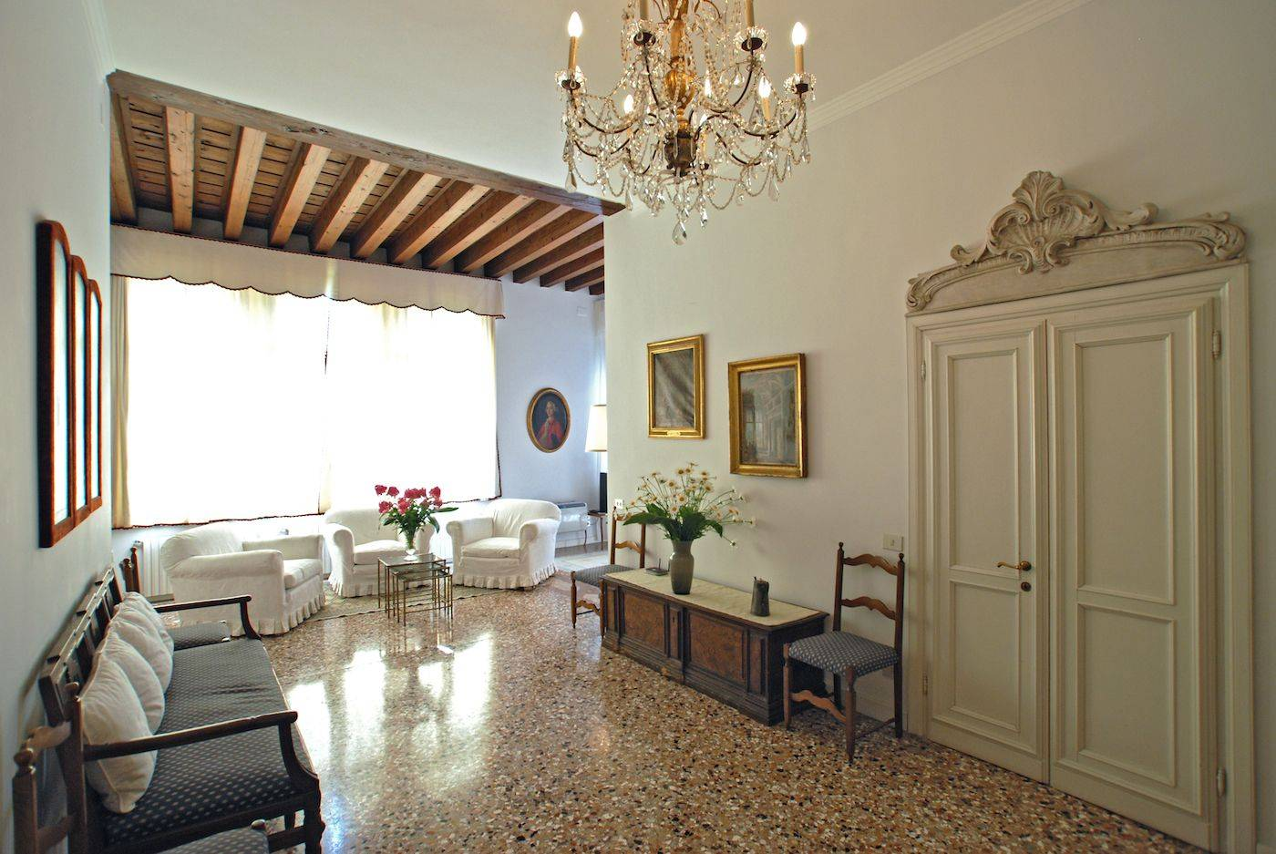 the prestigious living area of the Rezzonico Garden apartment