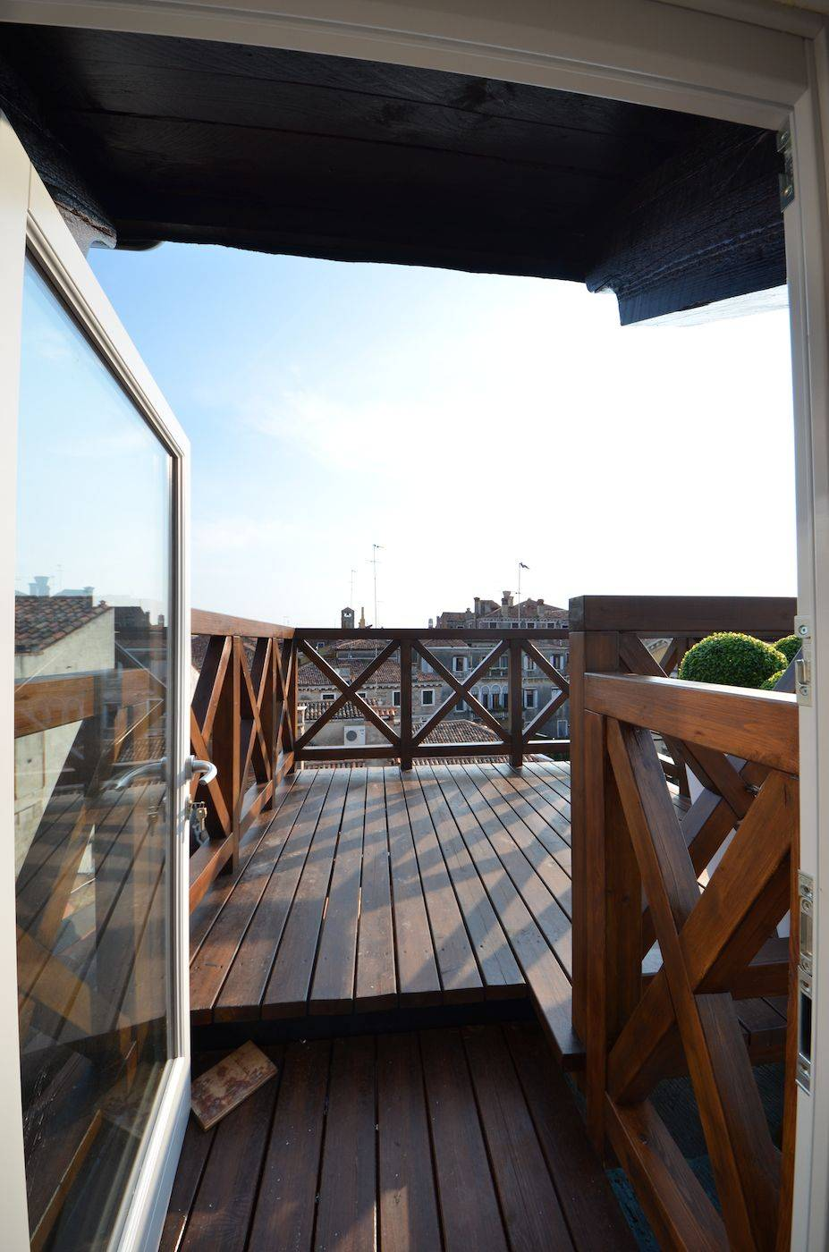 easy access to the panoramic Altana or roof-top terrace