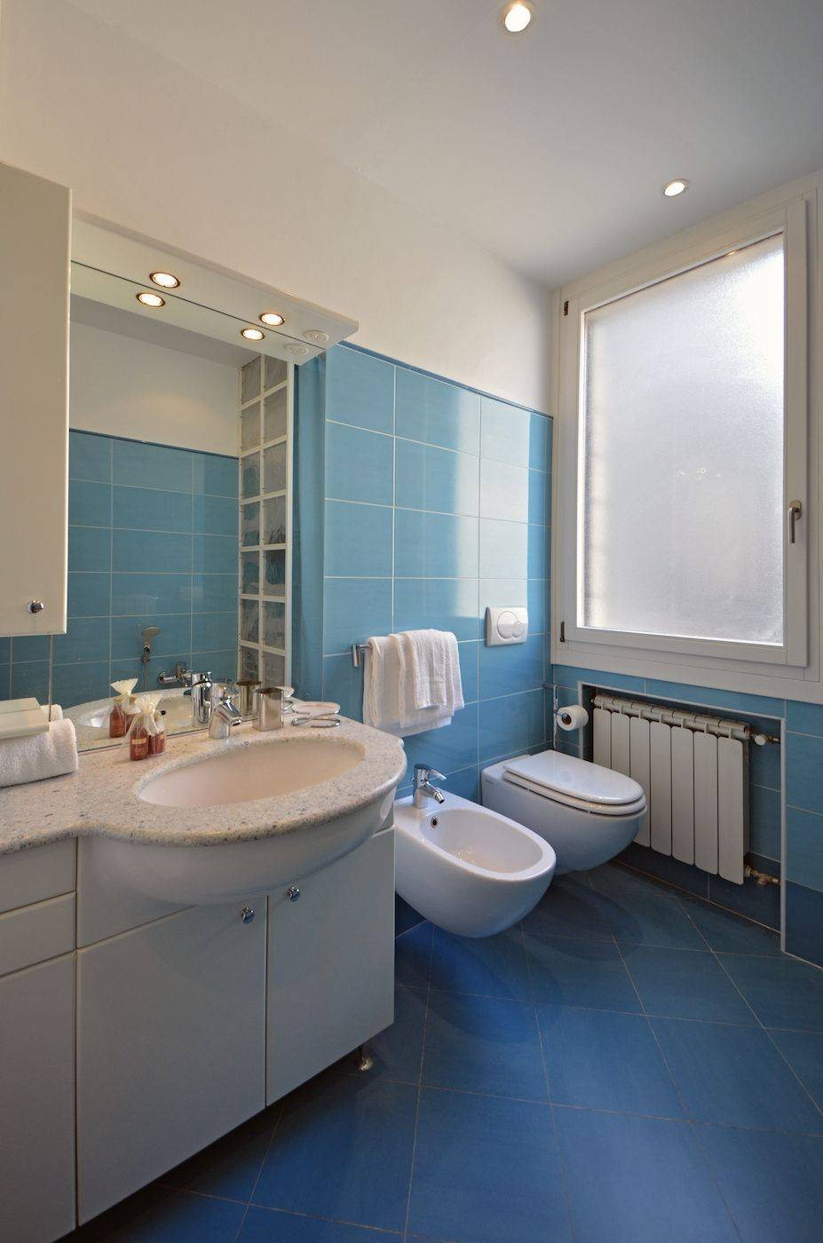 large bathroom with bathtub and washing machine