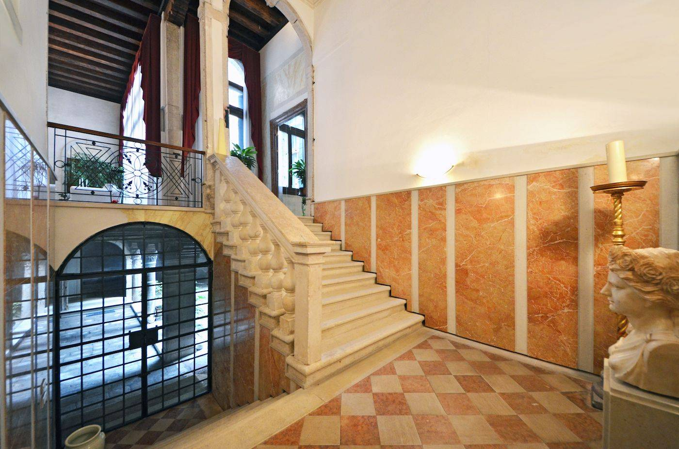 prestigious entrance and stairway to the first noble floor