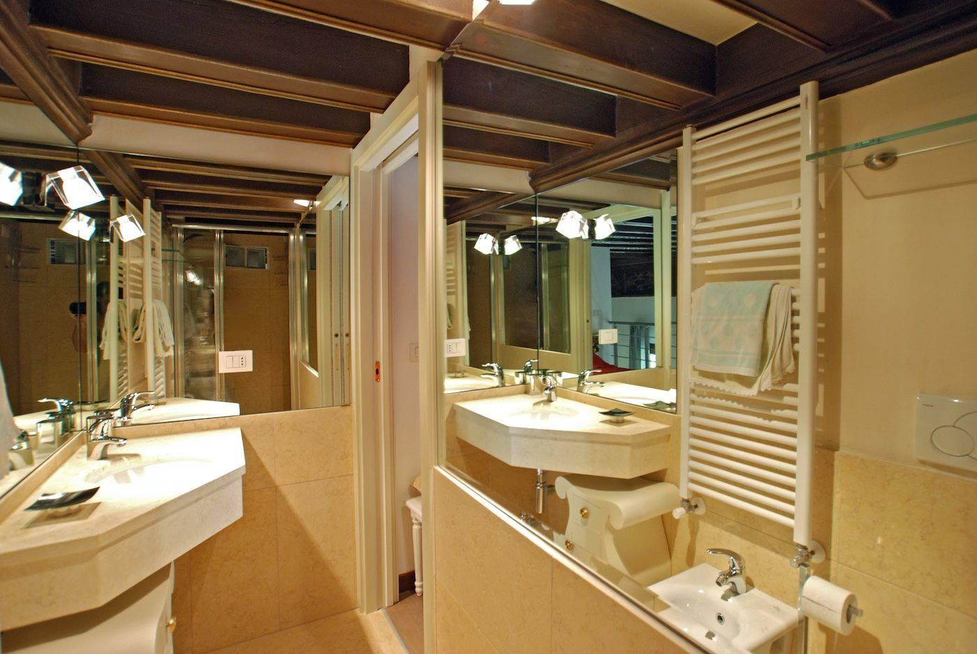en-suite bathroom 2 with shower