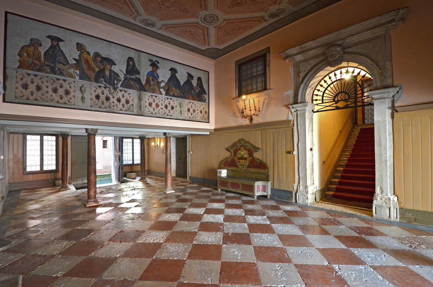 the stunning communal entrance hall at the ground floor of the Palazzo Veneziano
