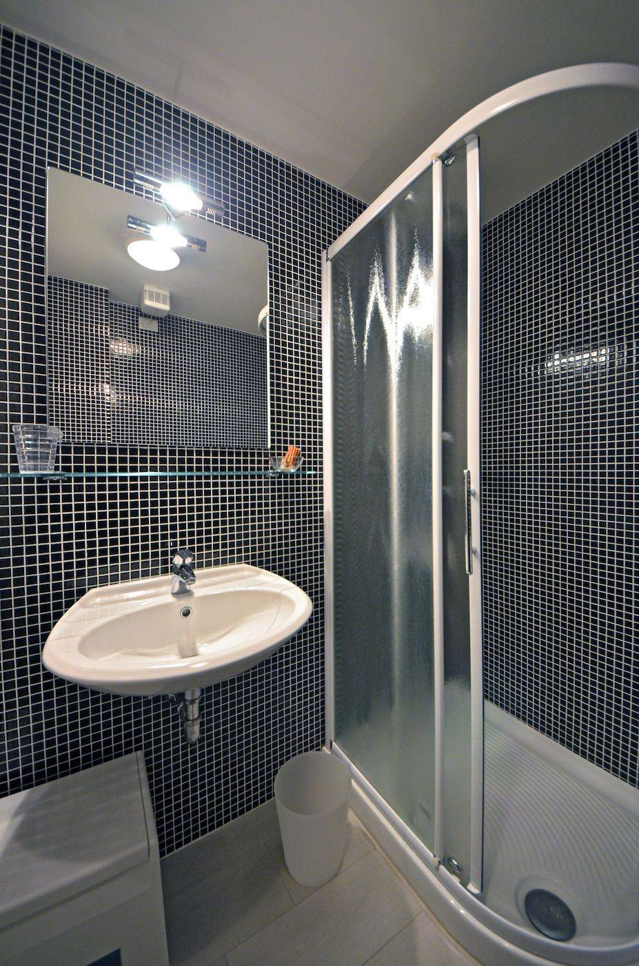 en-suite bathroom with shower and washing machine