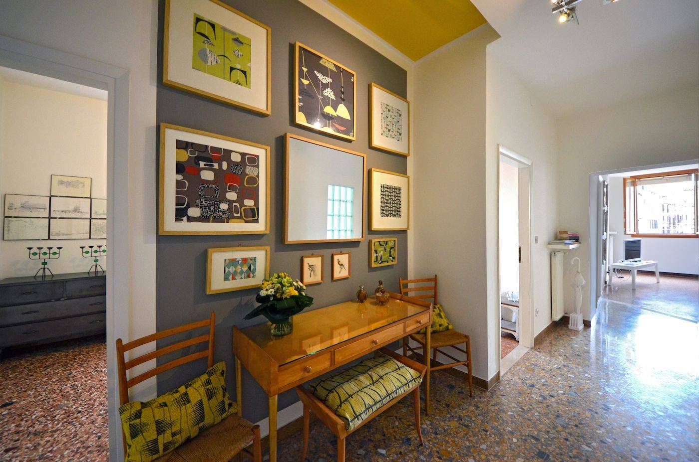 the nicely decorated entrance room leads to from the kitchen to the bedrooms and living room