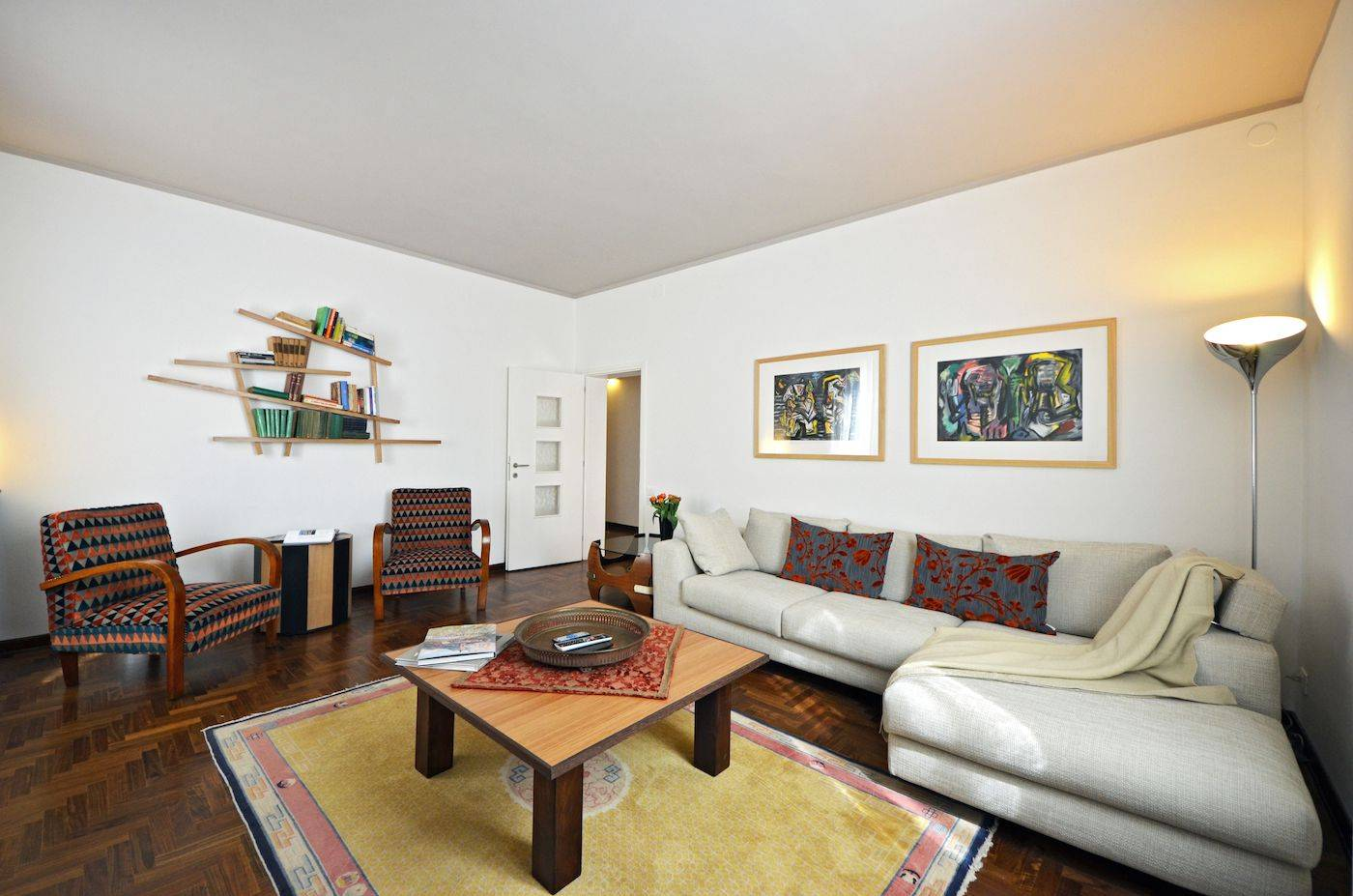the spacious and welcoming Sansovino apartment living room in Dorsoduro, Venice