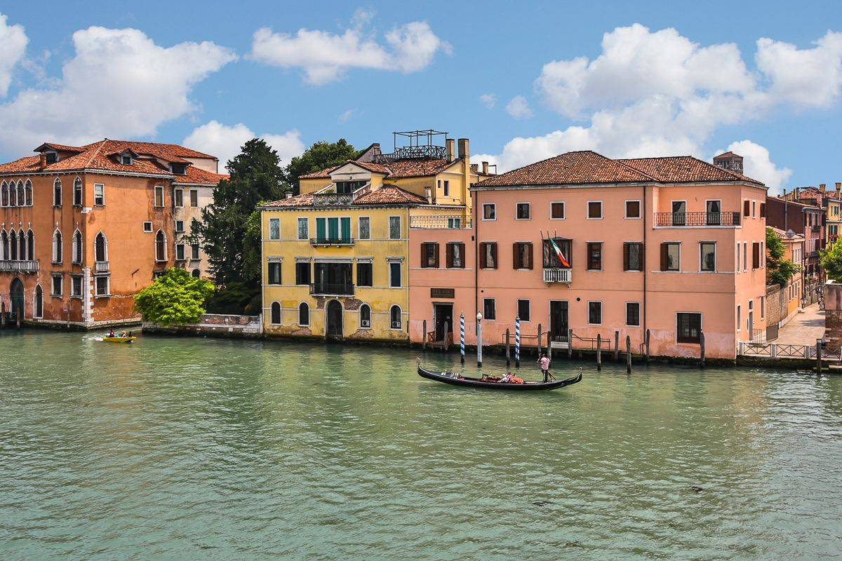 the Grand Canal view from the Rossini apartment living room