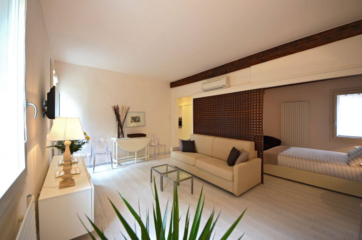 bright and spacious living room, easy living sort of apartment