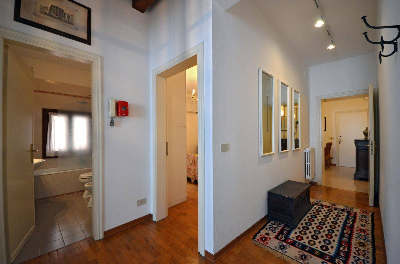 corridor that connects the entrance room with the kitchen