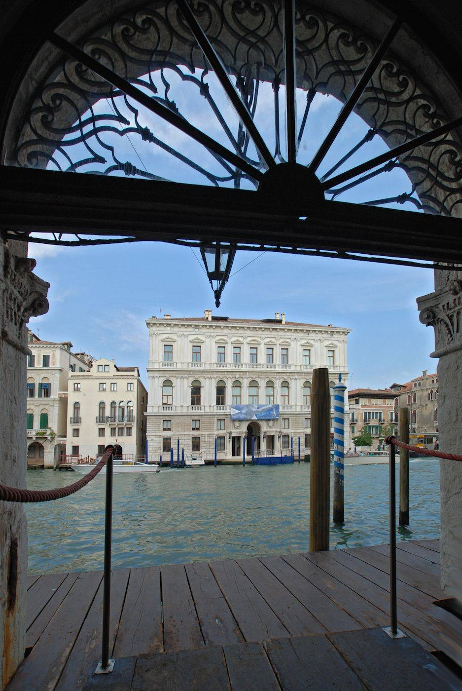 the apartment is accessible directly from the Grand Canal