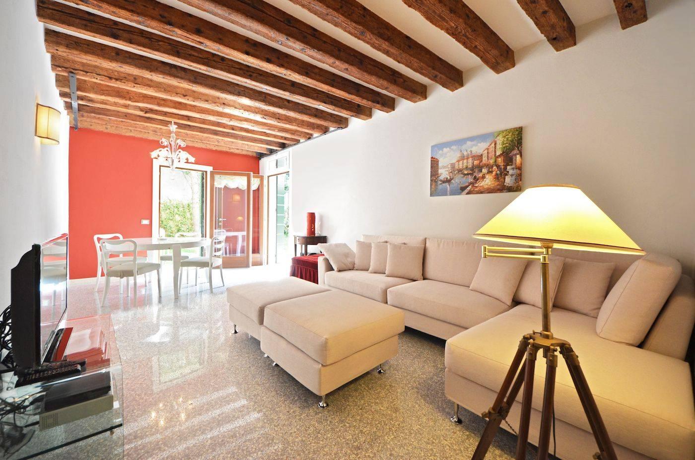 living room of the Palladio Garden apartment in Venice