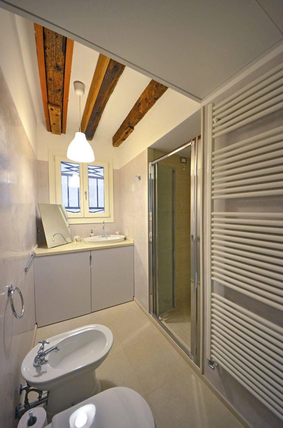 second bathroom of the Palladio Garden apartment