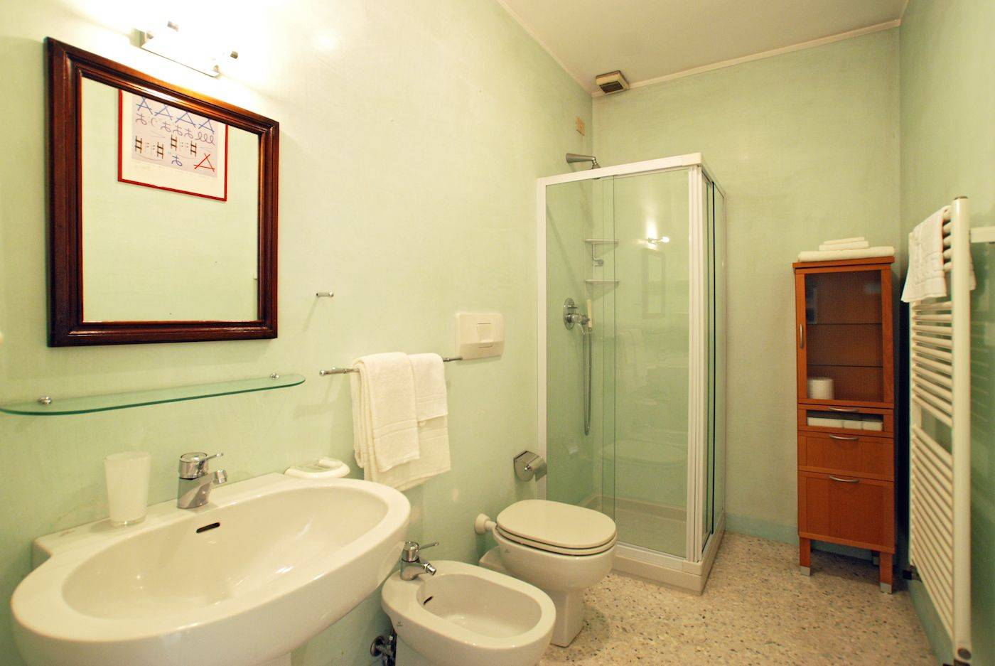 double / twin bedroom with en-suite bathroom and canal view
