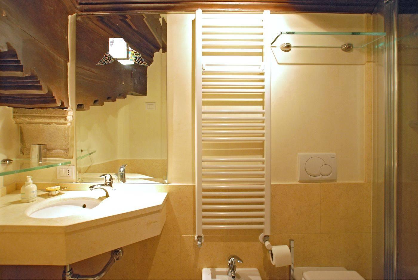 en-suite bathroom 1 with shower