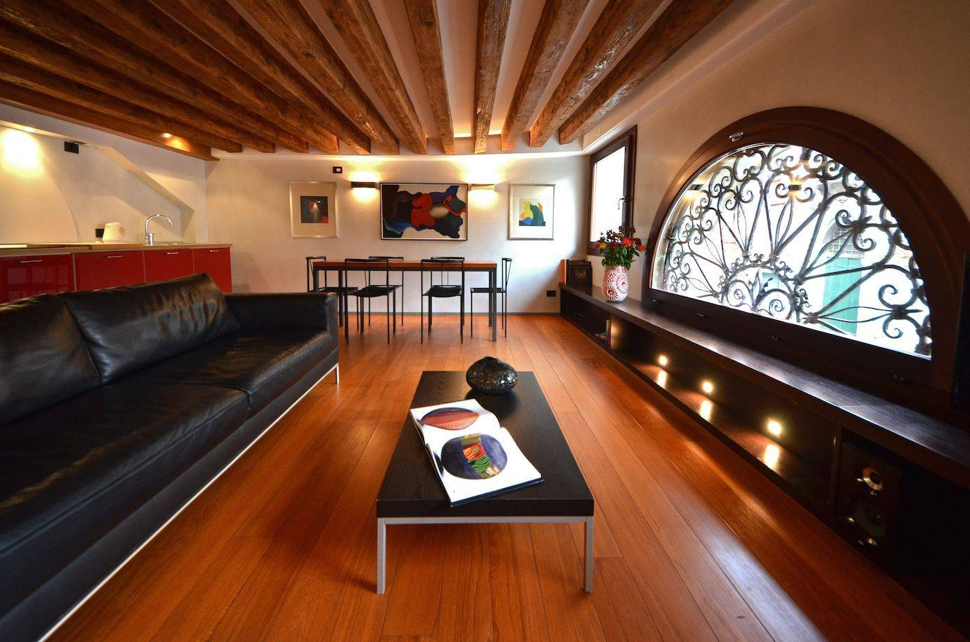 Fenice apartment living room with canal view
