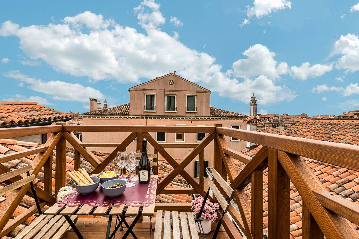 roof-top terrace of the Guardi apartment