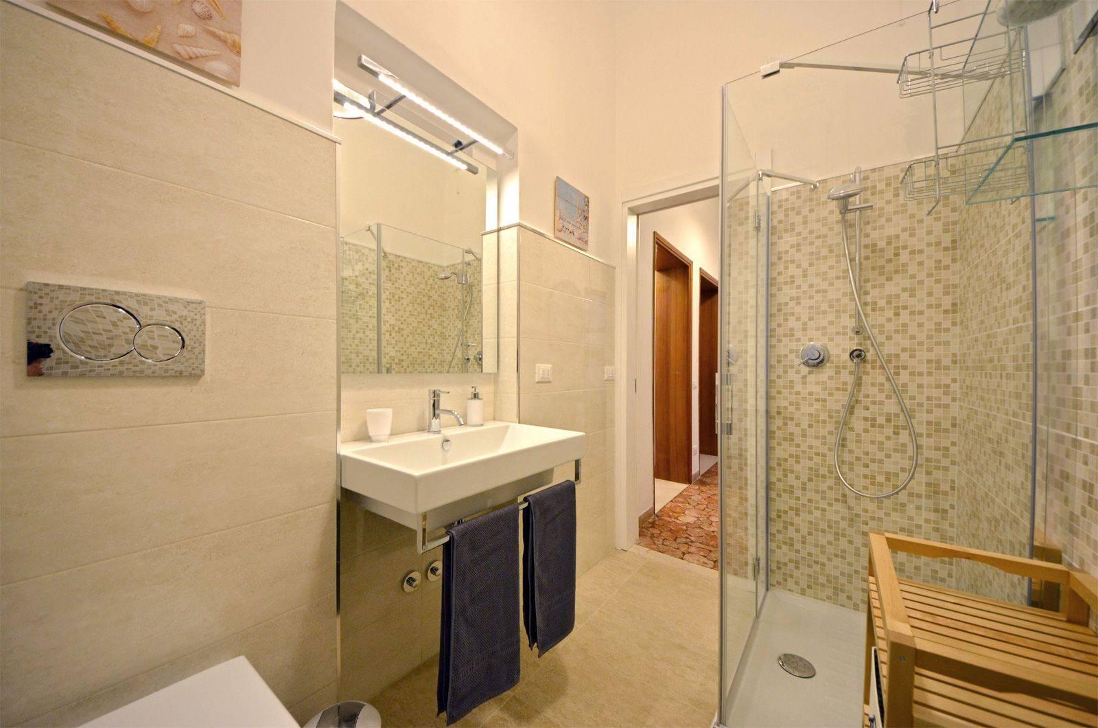 bathroom 1 of the Piano Nobile