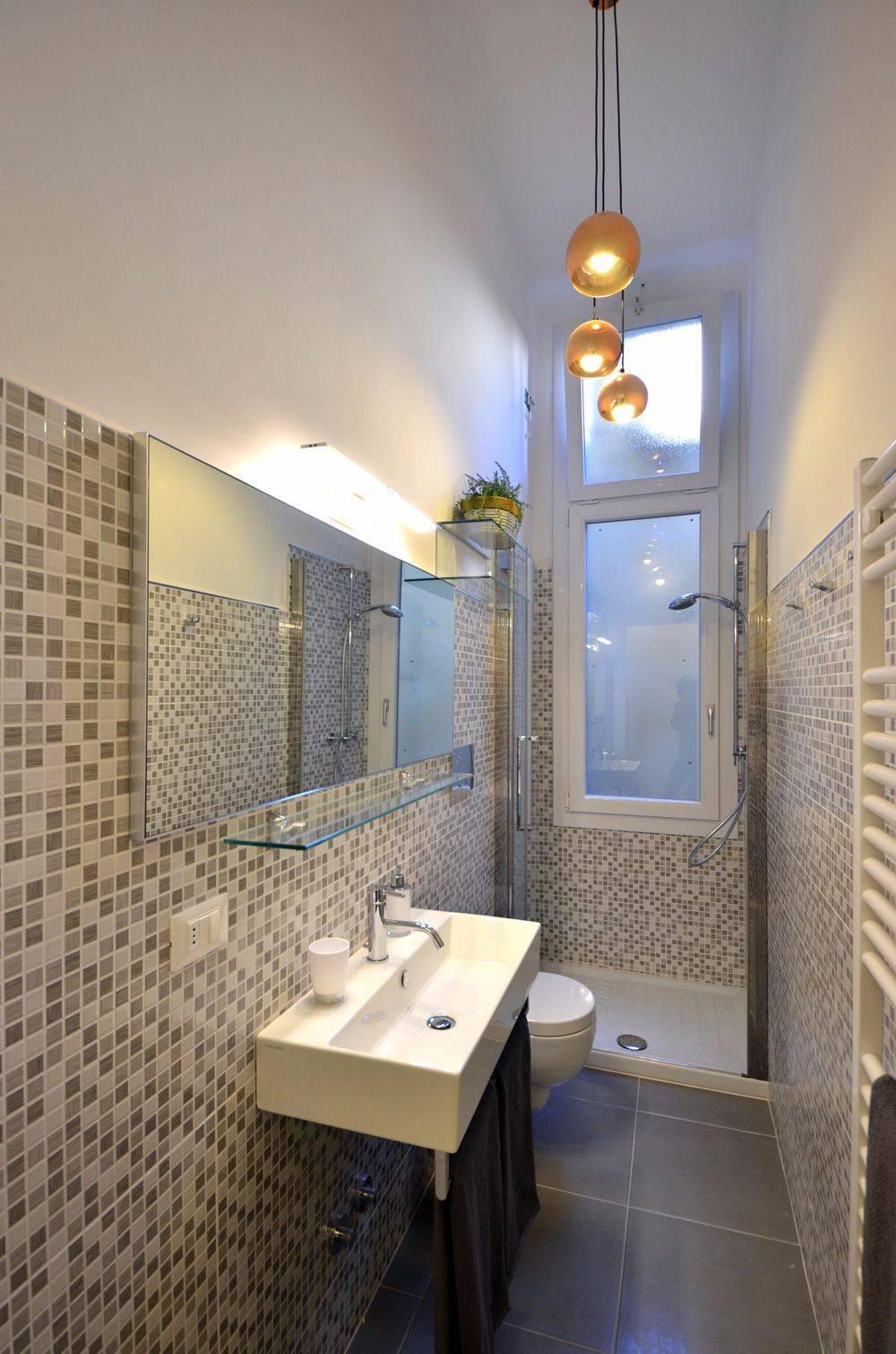 bathroom 2 of the Piano Nobile