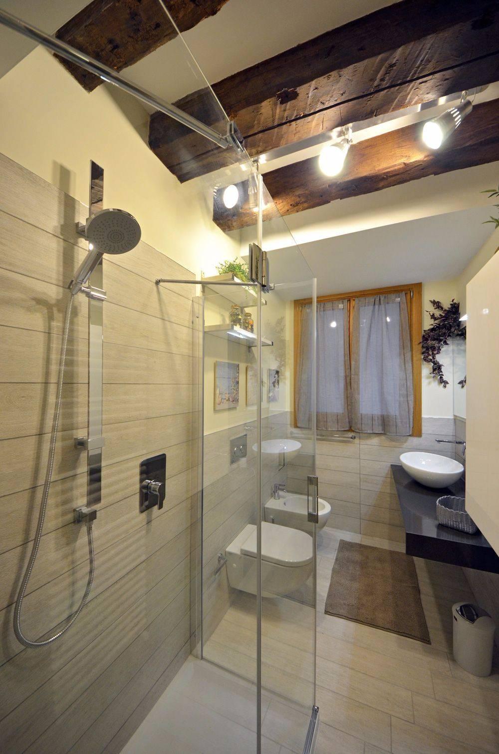 bathroom of the Cà Pesaro Suite
