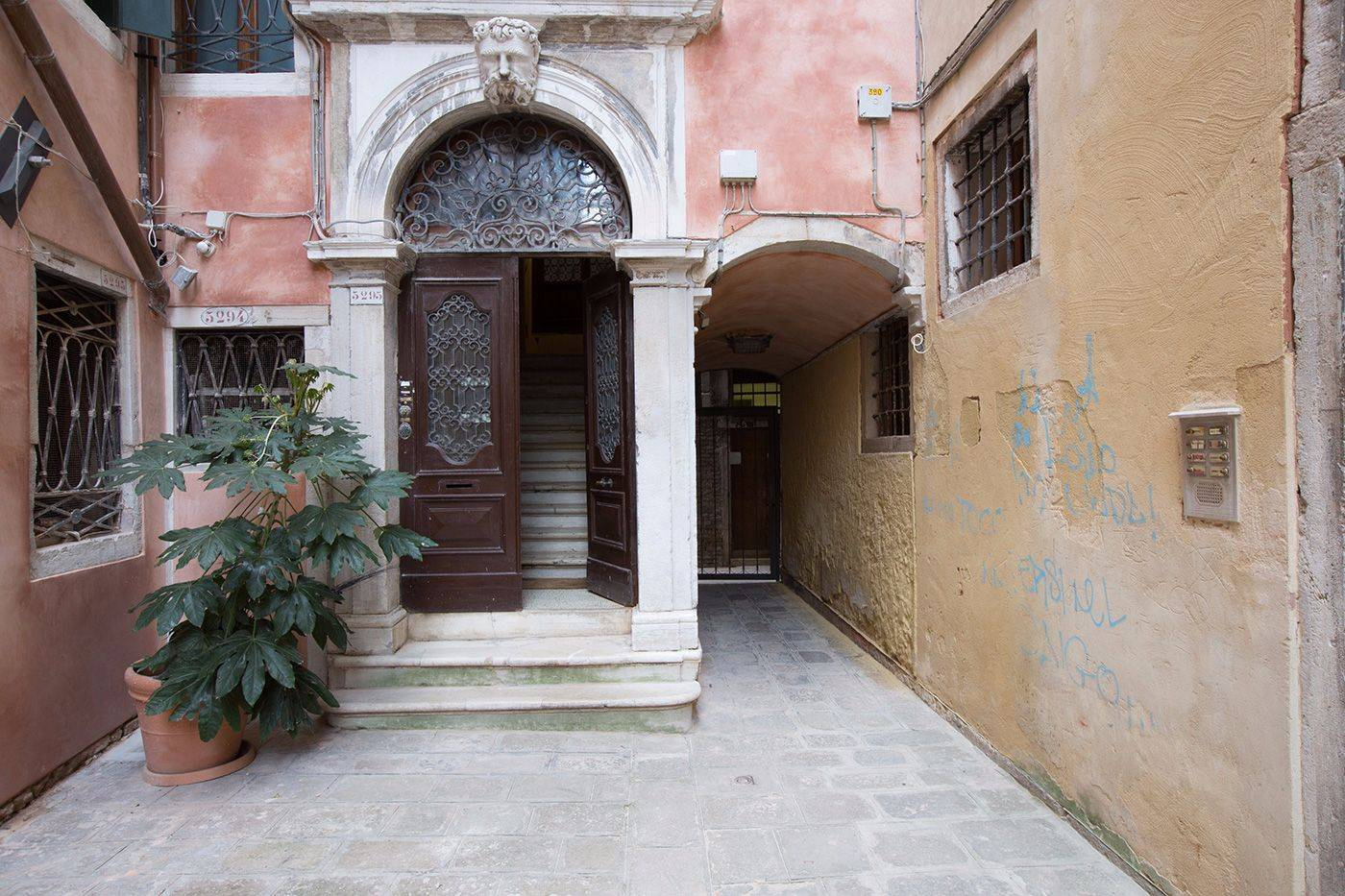the entrance at the ground floor portal is Truly Venetian