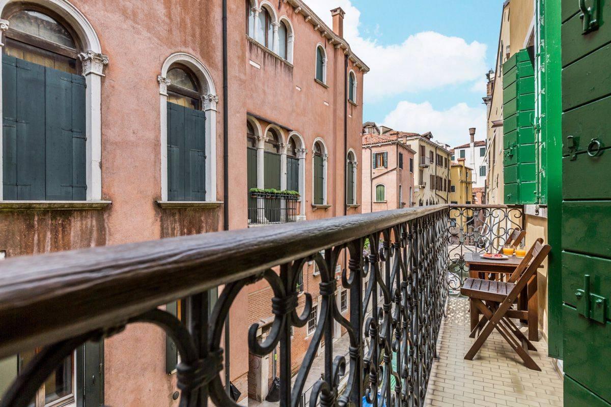 Angelo Gabriele: balcony