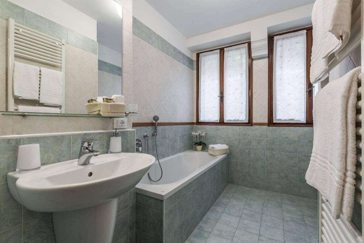 Angelo Michele bathroom 1