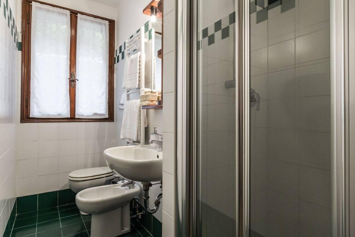 Angelo Michele bathroom 2