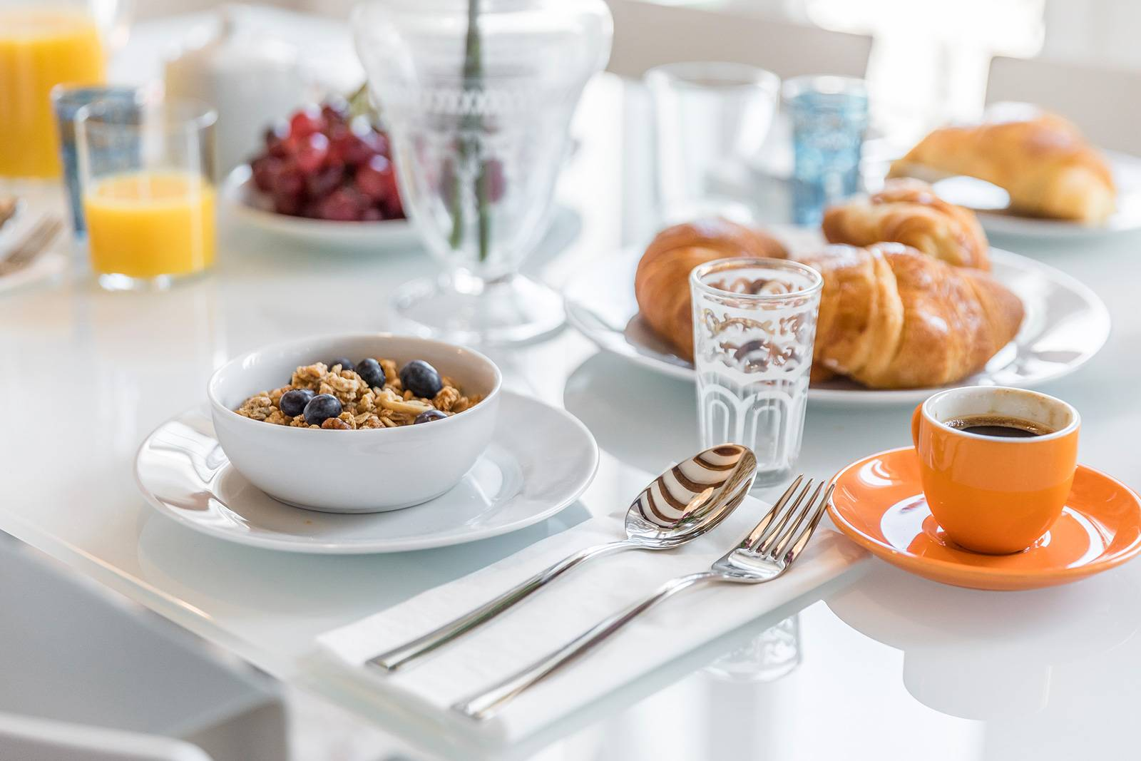enjoy a good breakfast with your friends and family before exploring Venice!