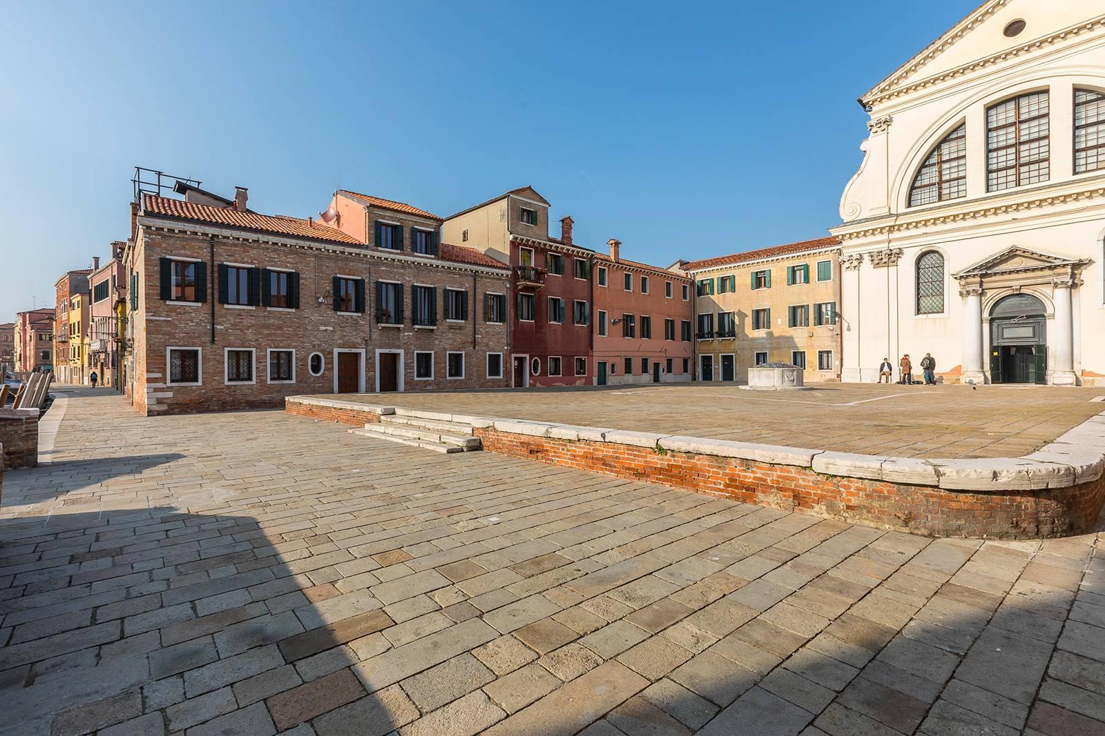 the San Trovaso Prestige access from the square