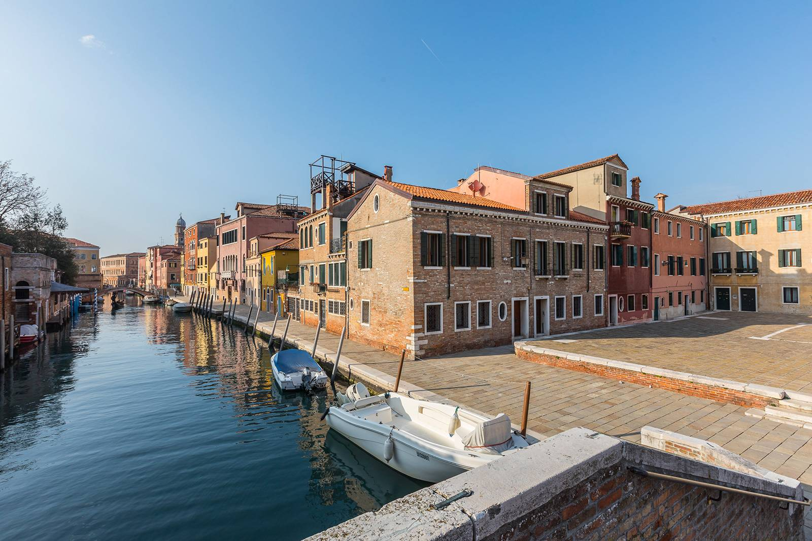the San Trovaso Prestige is the raw brick building on the corner between the square and the canal
