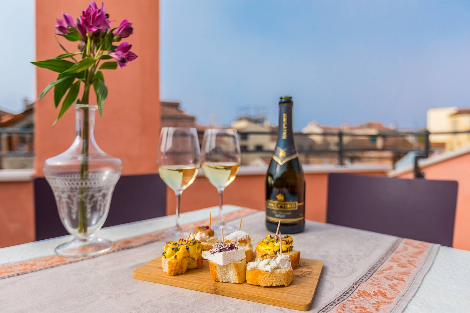 you can have lunch or dinner with an exclusive view over the rooftops of the Dorsoduro district