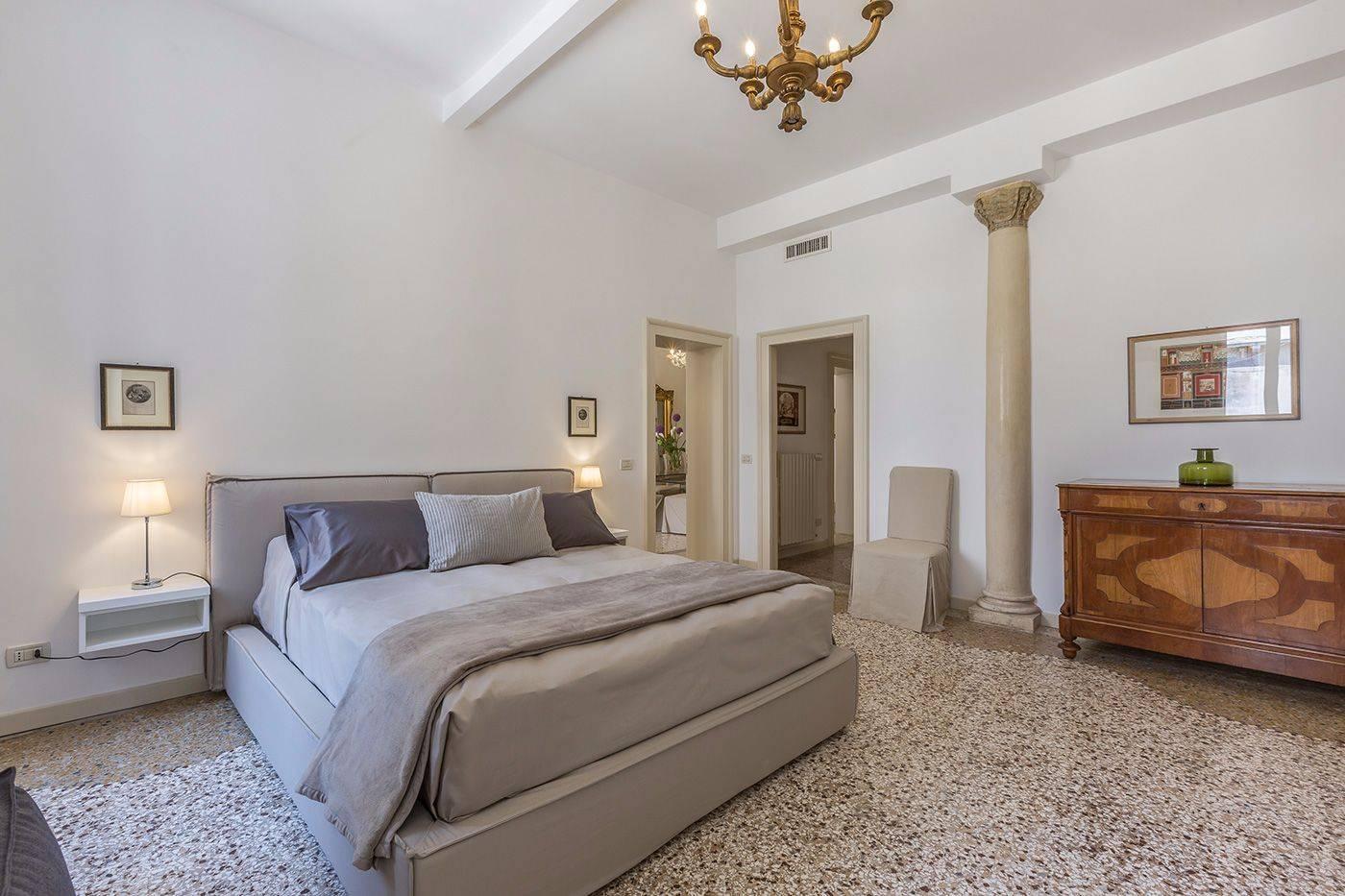 bedroom 1: Master bedroom