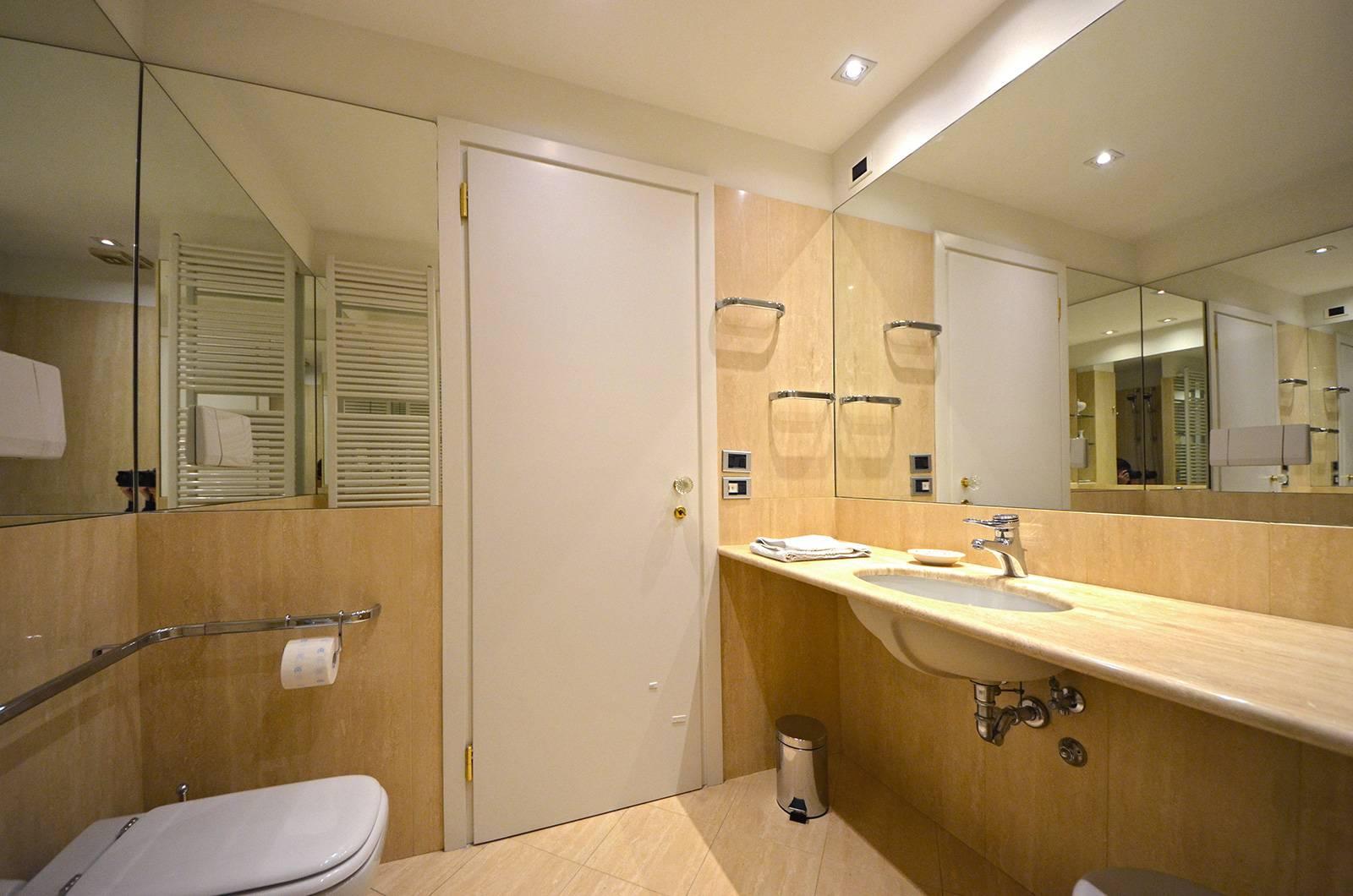 main marble bathroom with bathtub