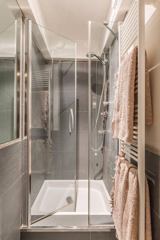 brand new shower cabin of the ground floor studio