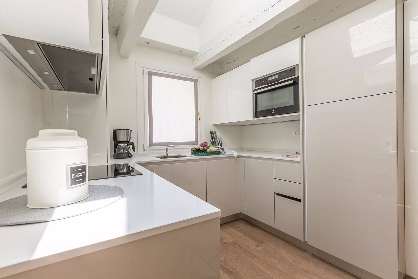 the kitchen is bright and spacious and it is fully equipped