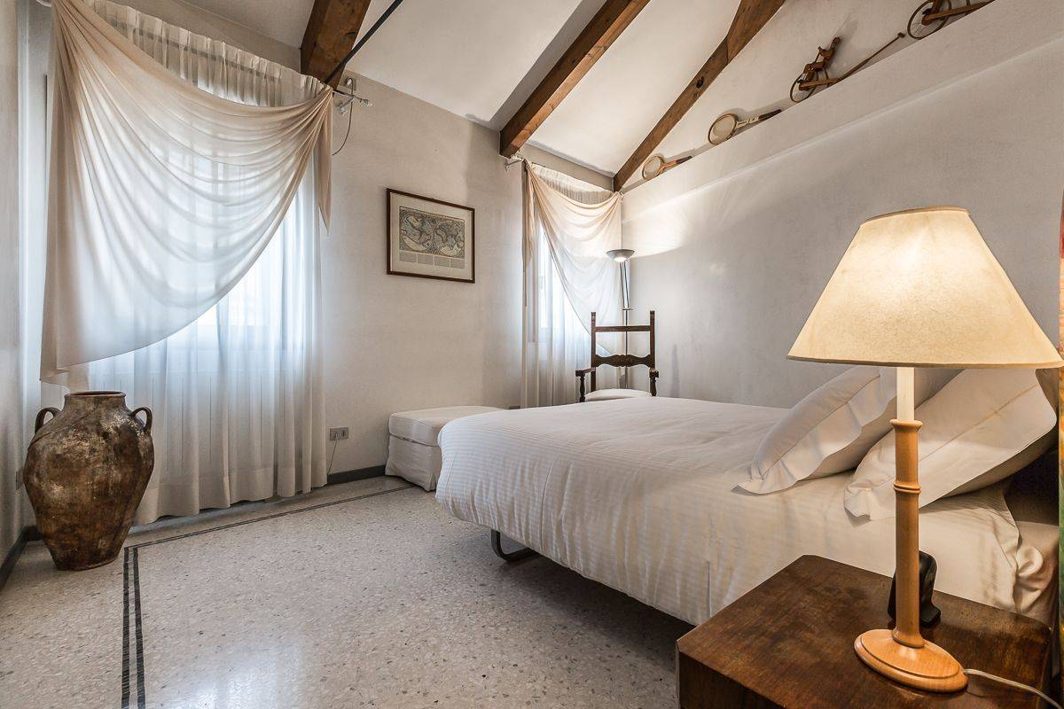 bright and welcoming doube bedroom