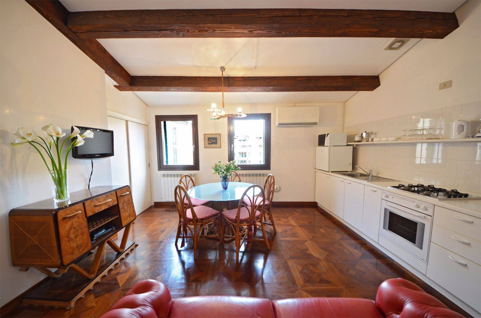 comfort, functionality, panoramic view and affordable pricing are some of the Frari apartment features