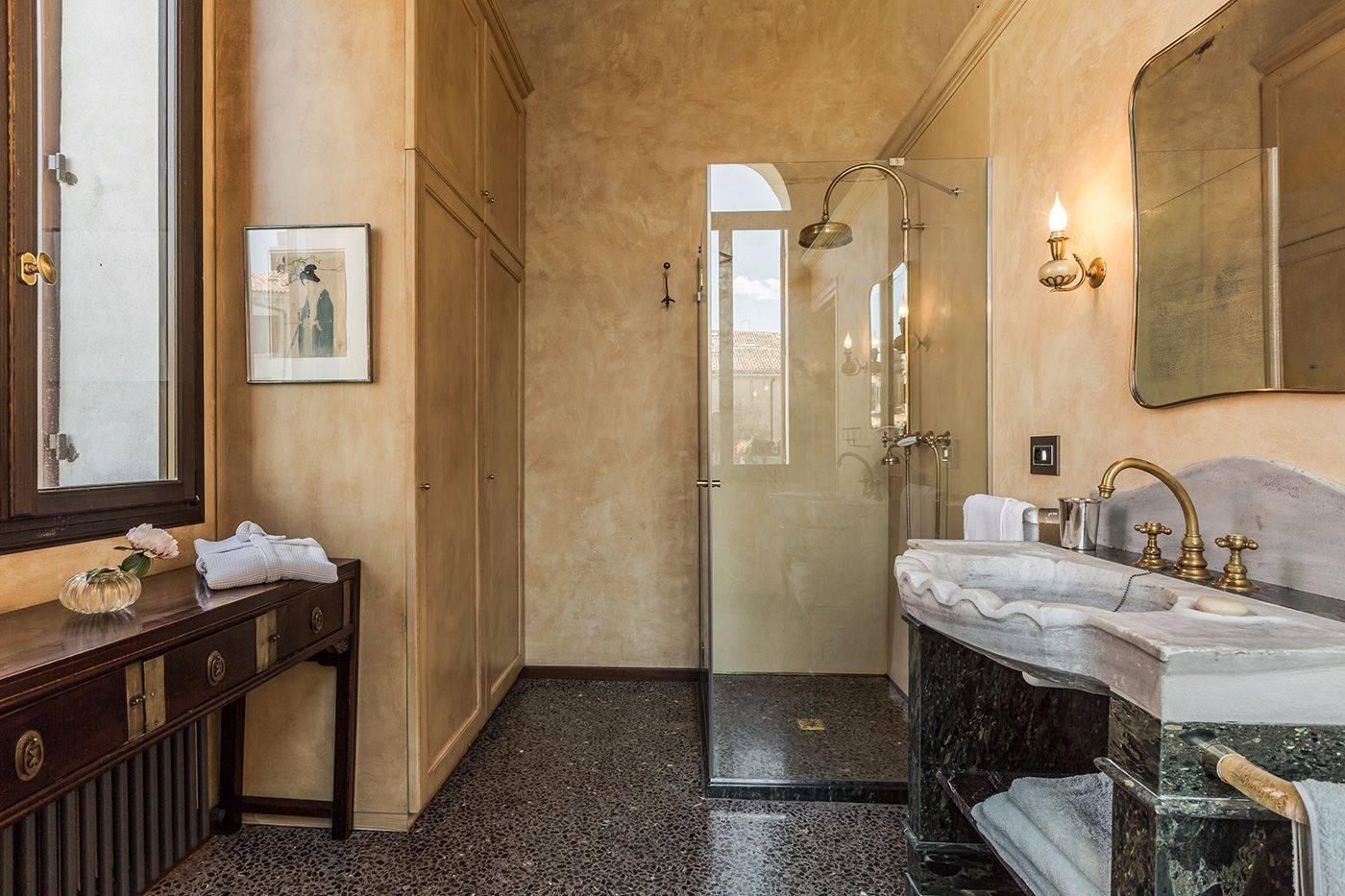 the en-suite bathroom is just amazing